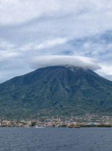 הר הגעש וזוב מעל נאפולי